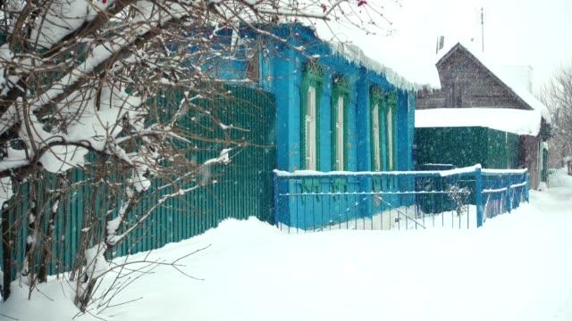 冬のロシア木造。 - シベリア点の映像素材/bロール