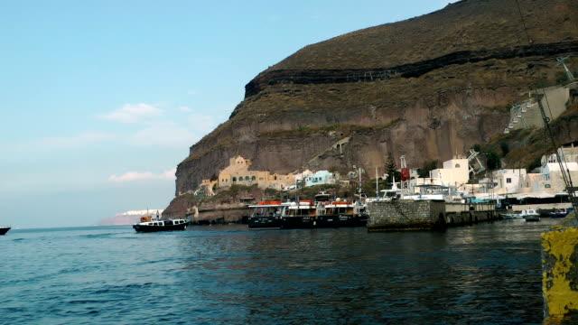 träfartyg som seglar med turister från ön santorini - egeiska havet bildbanksvideor och videomaterial från bakom kulisserna