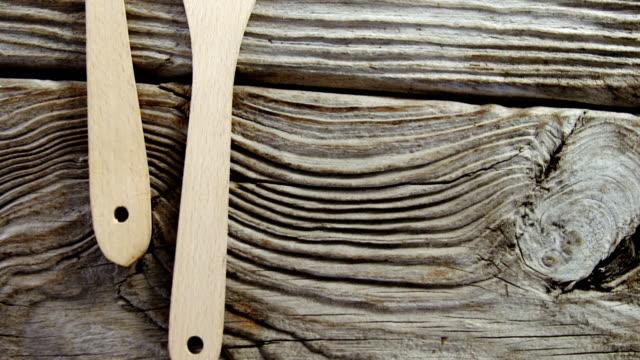 wooden spatula on table - szpatułka przybór do gotowania filmów i materiałów b-roll