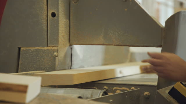 Woodworking industry: machinery for cutting and grinding lamellae video
