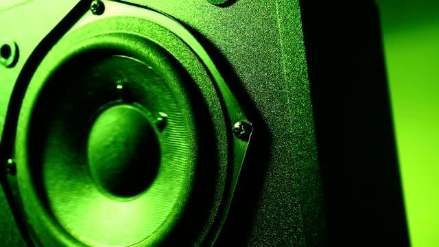 vídeos de stock, filmes e b-roll de woofers viva-voz - música acústica