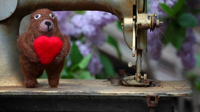 Wool Bear Heart Sewing Machine