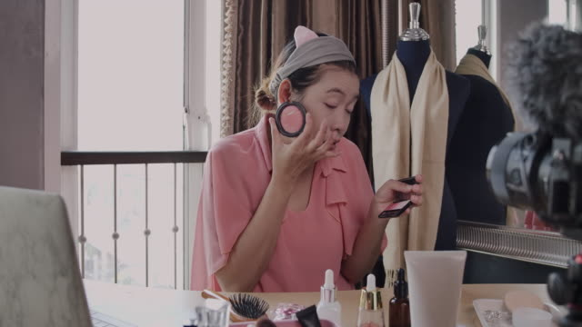 Work at home, Asian girl She's taking a LIVE Vlog Media to Beauty channel.