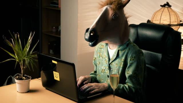 Travailler comme un cheval - Vidéo