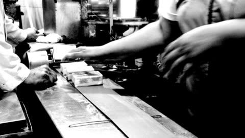 vidéos et rushes de travailler sur un convoyeur à une laiterie - vintage