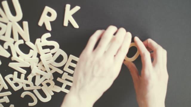 fungera stavas i trä alfabetet - stavning bildbanksvideor och videomaterial från bakom kulisserna