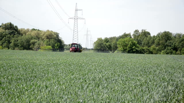 work spraying crop video