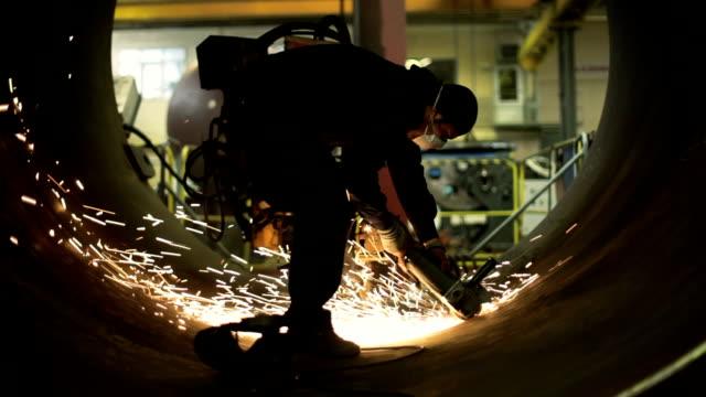 arbetaren slipning - metallindustri bildbanksvideor och videomaterial från bakom kulisserna