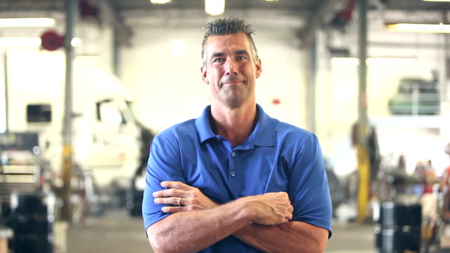 vídeos de stock e filmes b-roll de worker in trucking industry, smiling at camera - homem casual standing sorrir