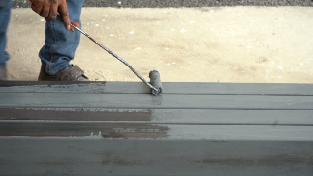 Worker Paint Surface color on The Metal