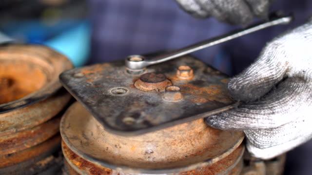 worker using wrench to screwing bolts - затягивание стоковые видео и кадры b-roll