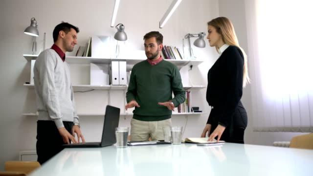 работа в команде - продвижение трудовые отношения стоковые видео и кадры b-roll