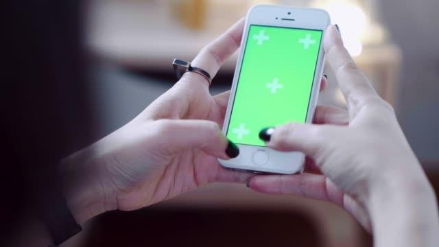 arbeta hemma (chrome nyckel) - telefonmeddelande bildbanksvideor och videomaterial från bakom kulisserna