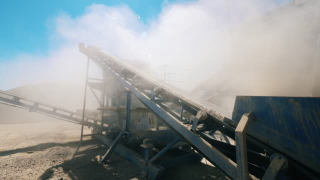 Working conveyor moves rubble at a quarry.