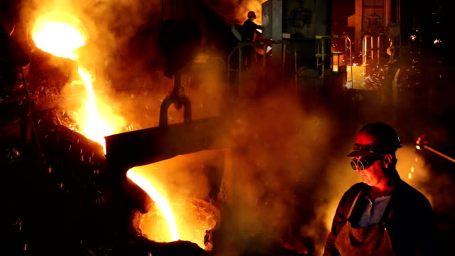 working in a foundry, steel mill - acciaio video stock e b–roll