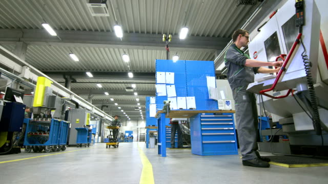 DS Working In The Manufacturing Plant