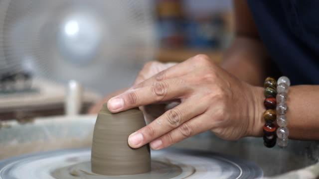 陶芸に取り組んで ビデオ
