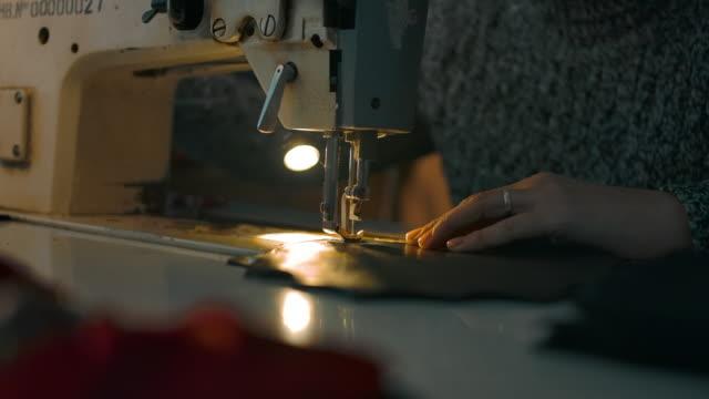working sewing machine presser foot stitching - cucitura video stock e b–roll