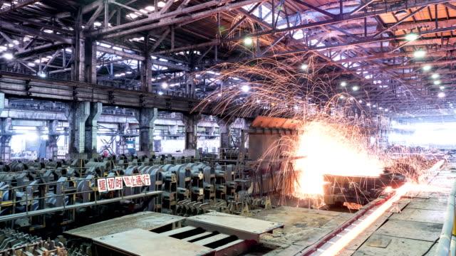 working steel rolling factory interior, time lapse. - 鋼鐵 個影片檔及 b 捲影像