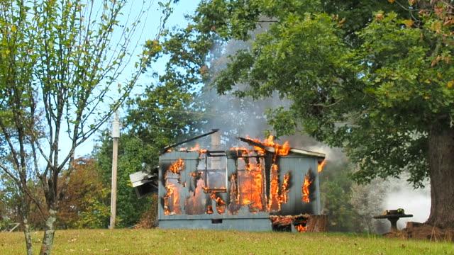 working structure fire - incendio video stock e b–roll