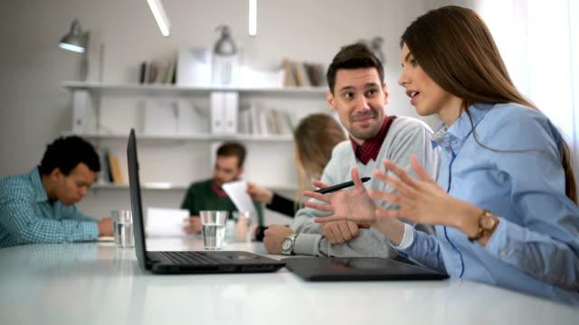 работа вместе  - продвижение трудовые отношения стоковые видео и кадры b-roll