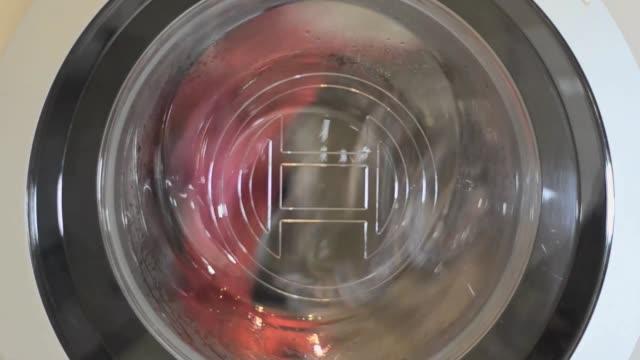 働く洗濯機。クローズ アップ。フロント ビュー - 機械類点の映像素材/bロール