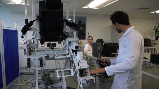 Working with an automated machine for physical impairment at the lab