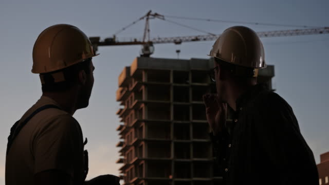 workmen having a break and smoking a cigarette - attività del fine settimana video stock e b–roll
