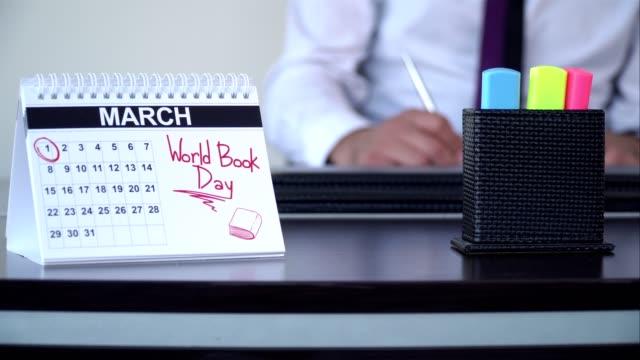 världsbokdagen - speciella dag - calendar workout bildbanksvideor och videomaterial från bakom kulisserna