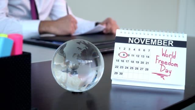 världen pressfrihetens dag - speciella dagar - calendar workout bildbanksvideor och videomaterial från bakom kulisserna