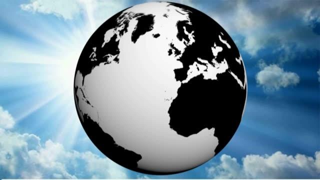 Mapa mundo en blanco y negro gira contra el fondo de un soleado cielo azul - 3D renderizado video - vídeo