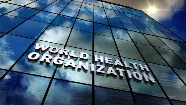world health organization building glass skyscraper with mirrored sky loop animation - quartiere generale video stock e b–roll