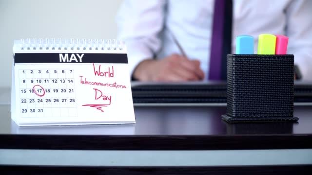 världsdagen för telekommunikation - speciella dagar - calendar workout bildbanksvideor och videomaterial från bakom kulisserna