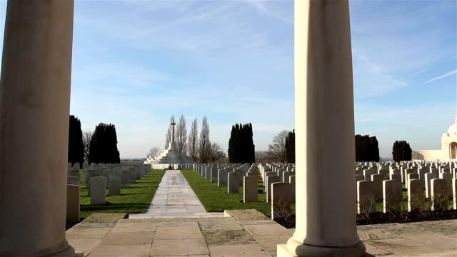 vidéos et rushes de première guerre mondiale place du souvenir: tyne cot cemetery, ypres - première guerre mondiale