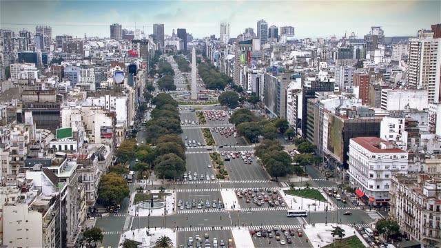 world's widest street - 9 de julio avenue, buenos aires (argentina). time-lapse. - argentyna filmów i materiałów b-roll