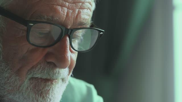 orolig liv - pensionärsmän bildbanksvideor och videomaterial från bakom kulisserna