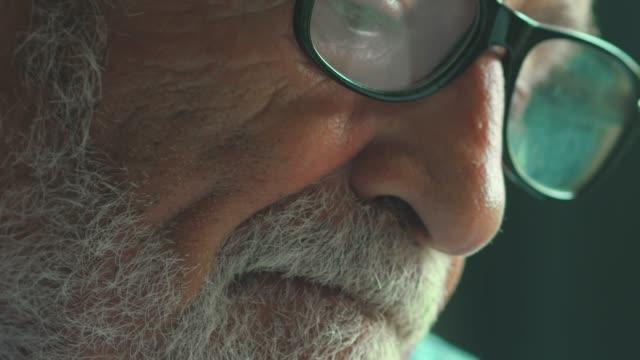 vidéos et rushes de la vie inquiète - grand père