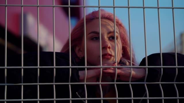 vídeos de stock e filmes b-roll de worried teen girl - desafio