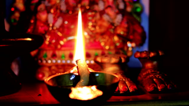 Aanbidding in de tempel video