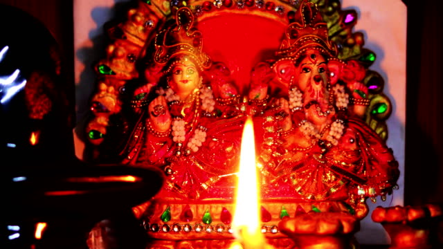 Aanbidding in tempel video