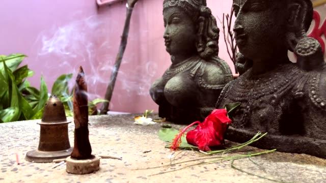 dyrkan av idoler. - india statue bildbanksvideor och videomaterial från bakom kulisserna