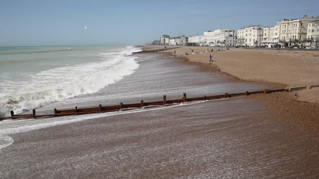 worthing uk west sussex south coast holiday resort - sussex occidentale video stock e b–roll