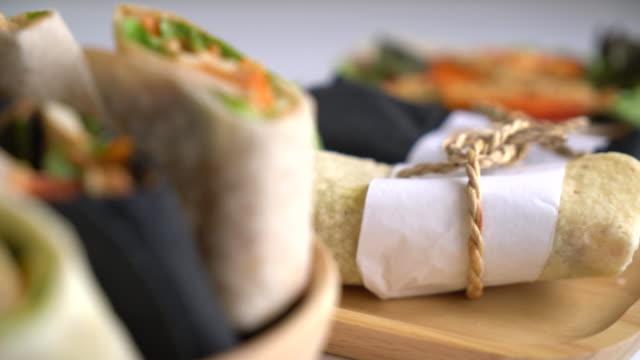 wrap sallad rulle - cheese sandwich bildbanksvideor och videomaterial från bakom kulisserna