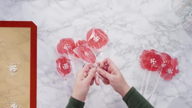 將大型自製棒棒糖包裝成清晰的禮品袋。 - 波板糖 個影片檔及 b 捲影像