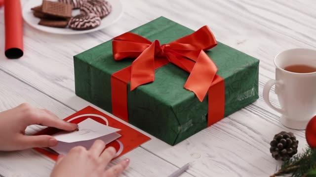 skriva julkort för en älskad - pinjenöt bildbanksvideor och videomaterial från bakom kulisserna