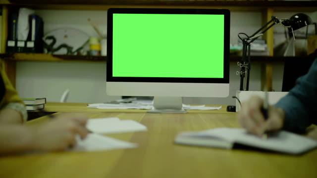 code für schreiben auf papier view1. bildschirm für mock up - reisebüro stock-videos und b-roll-filmmaterial