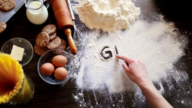 Writing in flour gluten free video