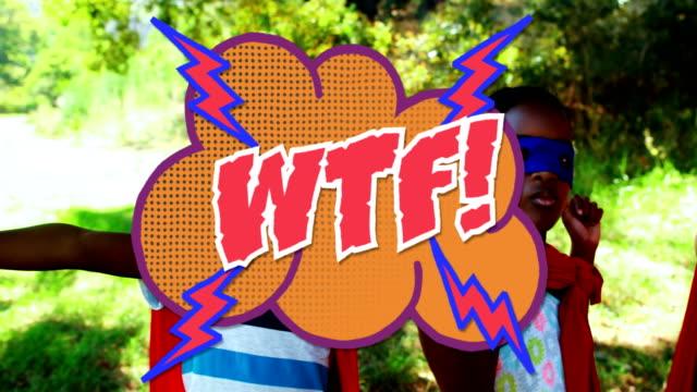 vidéos et rushes de texte de wtf sur la bulle de discours contre le groupe d'enfants dans le poinçonnage de super-héros dans l'air - image composite numérique