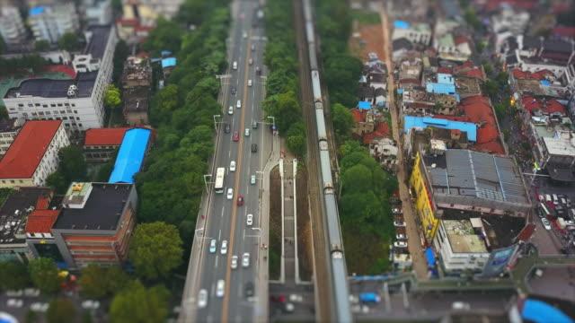 vídeos y material grabado en eventos de stock de wuhan ciudad día día tráfico de ferrocarril aéreo panorama 4k inclinación cambio de porcelana - wuhan