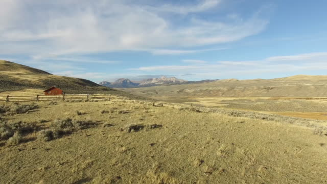 wyoming antenne 049 - ranch stock-videos und b-roll-filmmaterial
